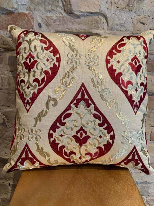 Cushion in beige - bordeaux and gold