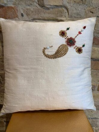 Cushion in white silk with pearl detail