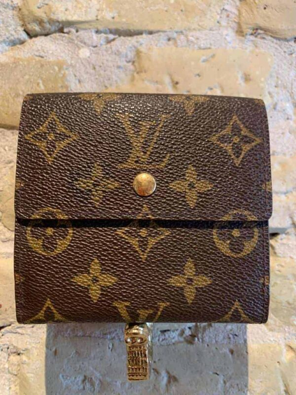 LV fold out wallet in leather-1