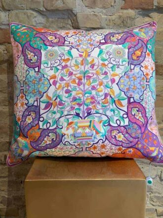 Printed cushion with linen back