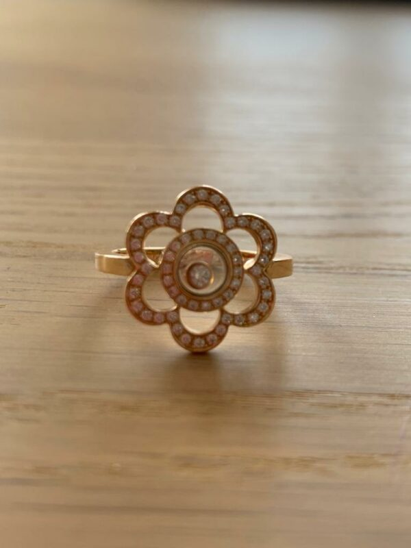 Chopard flower ring in 18 ct Yellow gold and diamonds