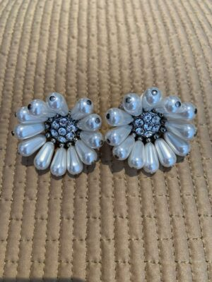 Clip flower earrings with white pearls and sequins