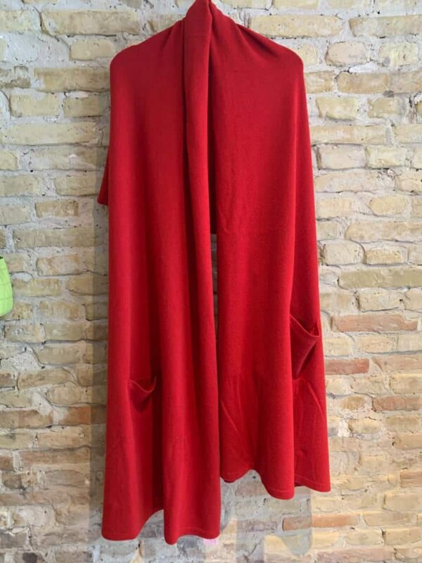 Long cashmere scarf with pockets